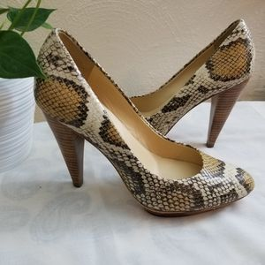 Boutique 9 snake shoes size 5.5